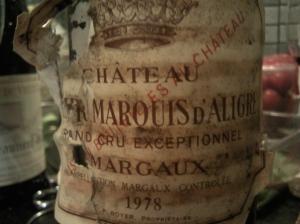 Tämä margaux näyttää hieman keski-ikään ehtineeltä rokkitähdeltä